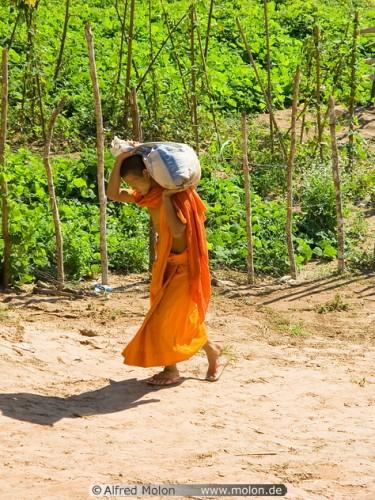Conte : Les deux moines et la jeune femme